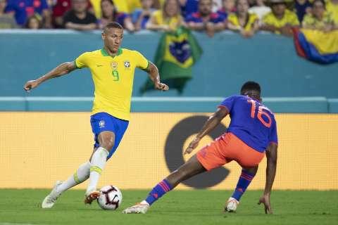 Brasil e Colômbia disputam liderança de grupo na Copa América