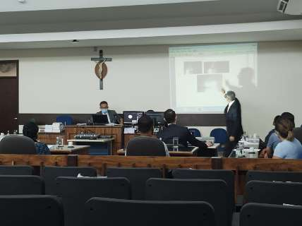 "Ao júri, defesa acusa colegas de armar para ""roubar felicidade"" de delegado"
