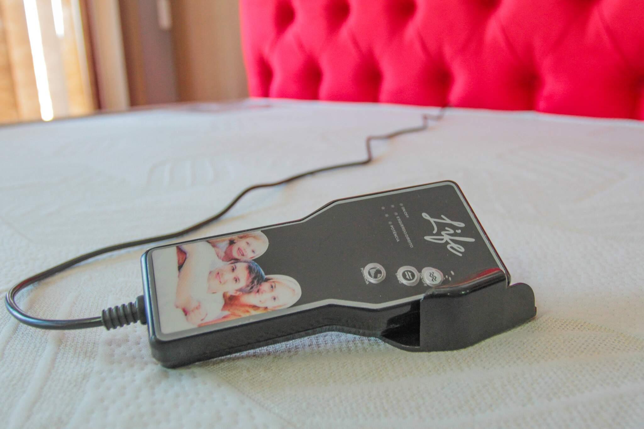 Massagem é acionada por controle remoto. (Foto: Marcos Maluf)