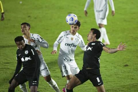 Palmeiras erra na defesa, leva três gols de Ytalo e perde para o Bragantino
