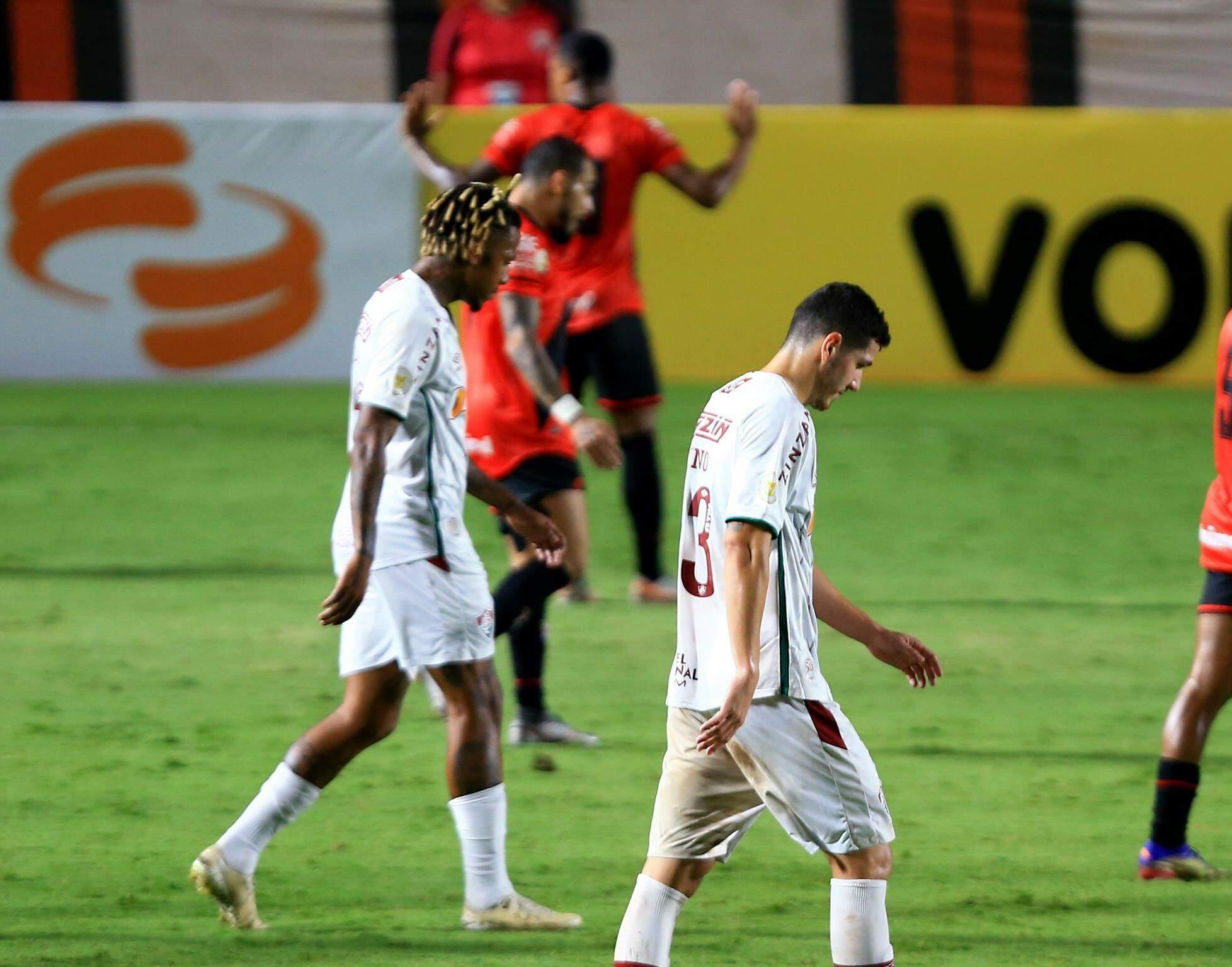 Jogadores durante a partida desta noite. (Foto: Estadão Conteúdo)