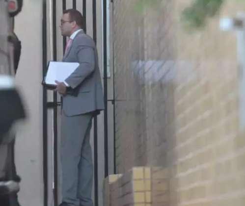 Expulsa de júri, mulher de delegado reclama na internet