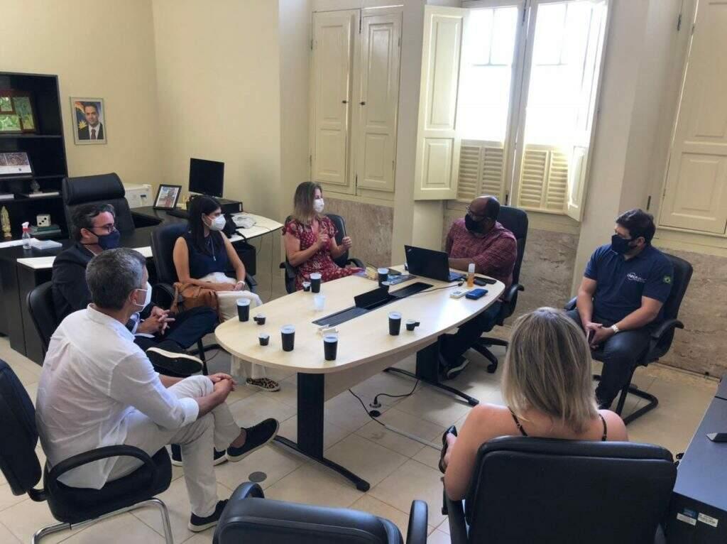Titular da Sedesc, Rodrigo Terra; diretor-presidente da Agetec, Paulo Garcia e veredora Camila Jara (PT) visitaram o Porto DIgital, nesta semana (Foto: Divulgação/Prefeitura)