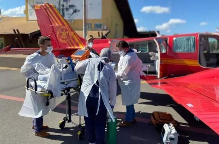 Imagem de uma das transferências feitas de pacientes de Mato Grosso do Sul para os estados de Rondônia e São Paulo. (Foto: Divulgação)