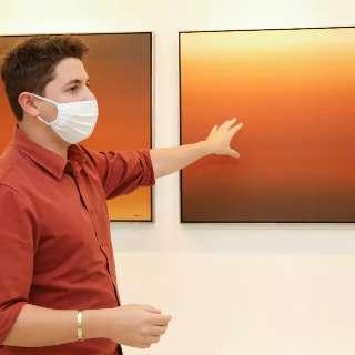 Arquiteto cria galeria com obras para serem personalizadas