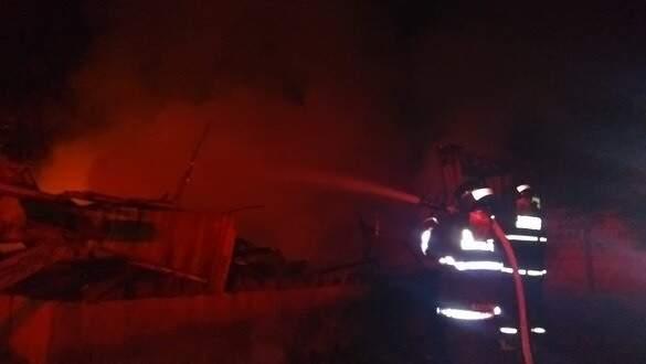 Mais de 20 mil litros de água foram utilizados no combate as chamas (Foto: Divulgação/Corpo de Bombeiros)