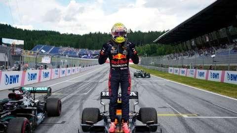 Verstappen supera Hamilton, vence 2ª e lidera Fórmula 1
