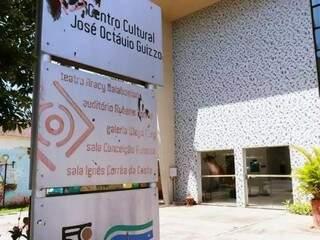 Teatro Aracy Balabanian, no Centro Cultural José Octávio Guizzo, fechado há quase 5 anos. (Foto: Henrique Kawaminami)