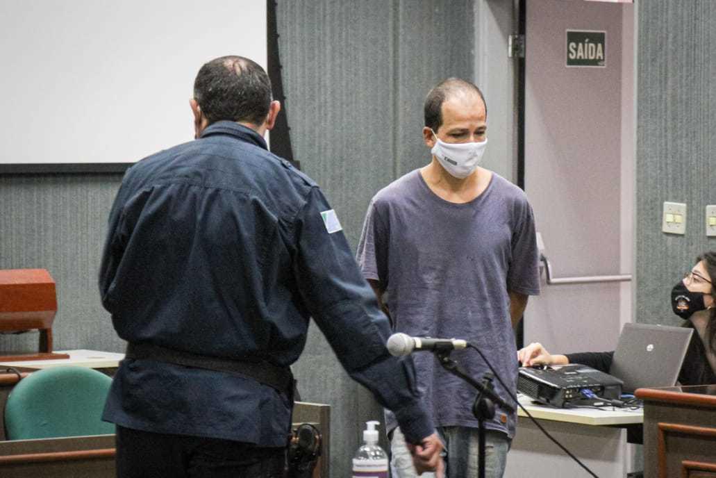 Julgamento de Adriano começou às 8 horas do dia 1° de junho, mas foi concelado durante a tarde (Foto: Henrique Kawaminami)