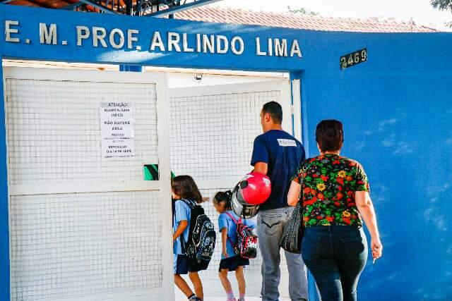 Concurso em 2022 vai cumprir lei de psicólogo e assistente social em escola