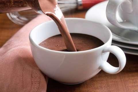 Do tradicional ao vegetal, veja onde se aquecer com chocolate quente