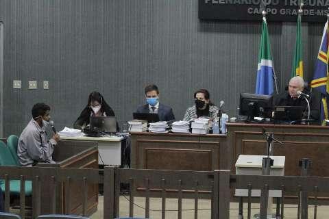 Julgamento é suspenso e jurados passam a noite sob escolta em hotel