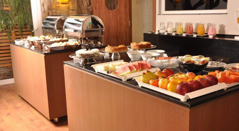 Buffet de café da manhã no Hotel Ipê. (Foto: Assessoria/Divulgação)