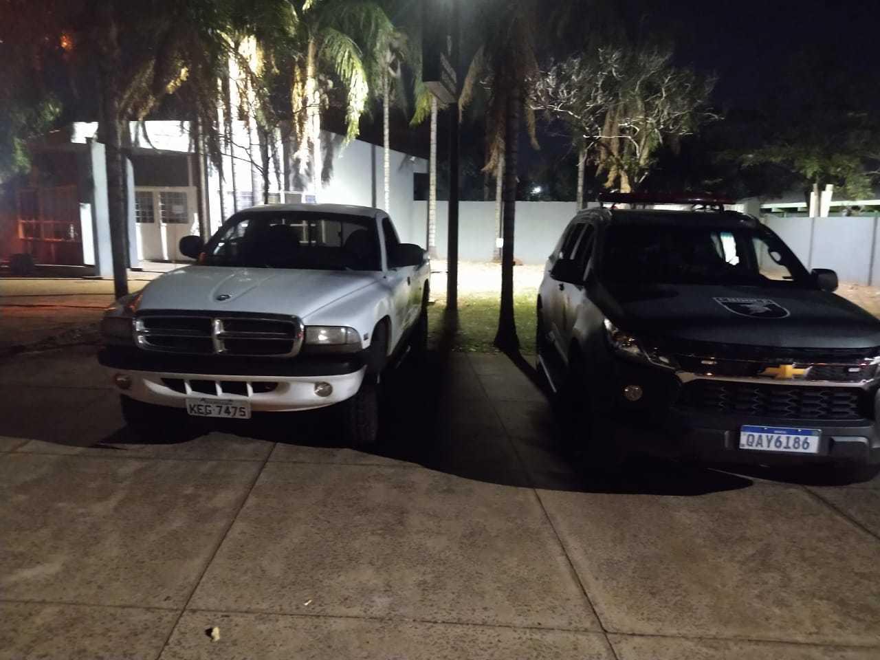 Caminhonete com registro de furto foi recuperada na noite de ontem (Foto: Batalhão de Choque/Divulgação)