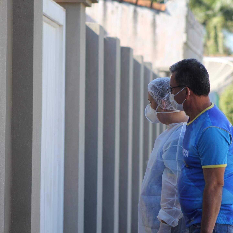 Profissionais de saúde têm ido nas casa de moradores para incentivar que todos se protejam contra a covid (Foto: Reprodução/Prefeitura de Porto Murtinho)