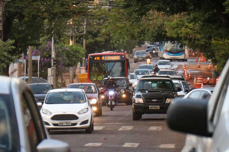 Rua Padre João Crippa, onde trânsito é bem lendo nos horários de pico, em função das obras (Foto: Henrique Kawaminami)