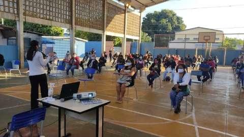 Com retorno oficial das aulas, servidores recebem treinamento de biossegurança