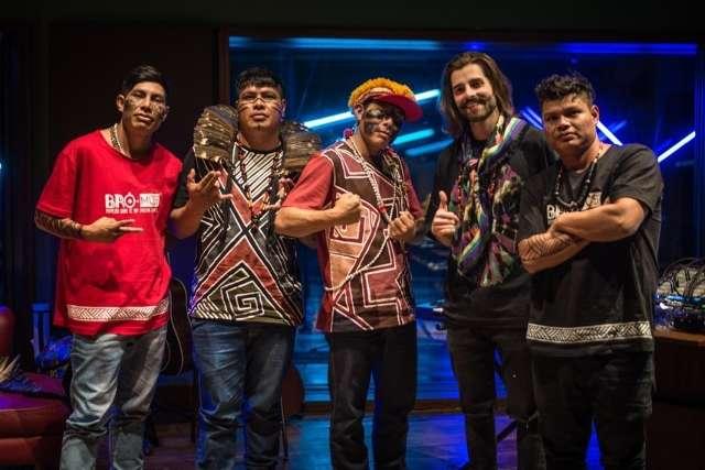Das aldeias de Dourados para o mundo: Brô MC's grava com Alok