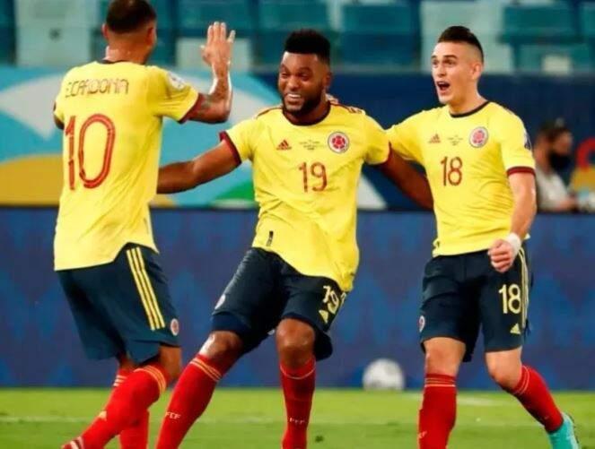 Jogadores da Colômbia celebram gol na Copa América. (Foto: Reprodução/Instagram)