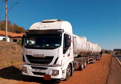Empresa é multada em R$ 29 mil por transporte ilegal de 59 mil litros de etanol