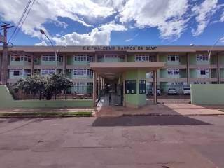 Escola Waldemir Barros da Silva está localizada nas Moreninhas, em Campo Grande. (Foto: Reprodução/Facebook)