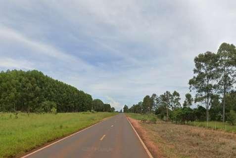 Caminhão roubado em Goiás é abandonado após acidente no MS