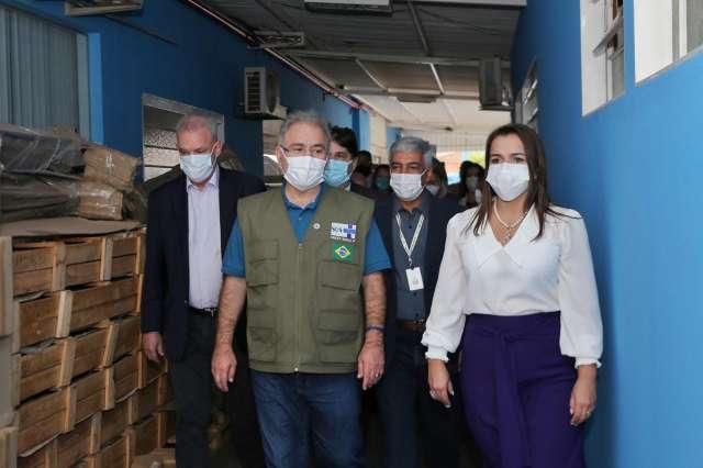 Na Capital, ministro visita primeiro ambulatório pós-covid do País