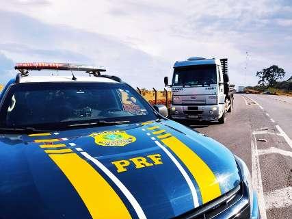 Caminhão de motorista mantido refém no MT é recuperado na Capital
