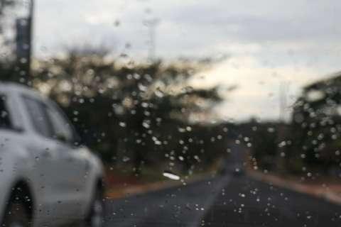 Após 19 dias, chuva fraca chega com frente fria a Campo Grande