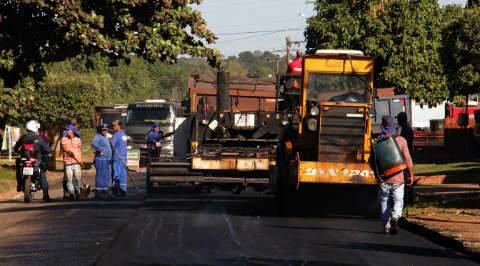 De estádio a asfalto, Reinaldo entrega obras no interior do Estado