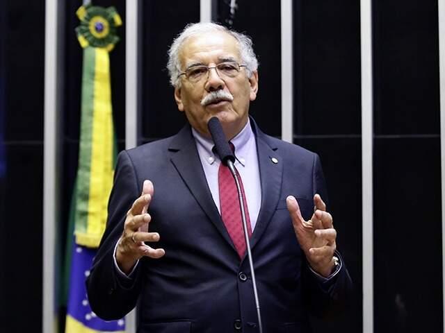 Deputado Luiz Ovando durante sessão na Câmara (Foto: Divulgação)