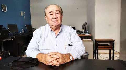 Juiz bloqueia bens e afasta ex-deputado de cartório de registro civil