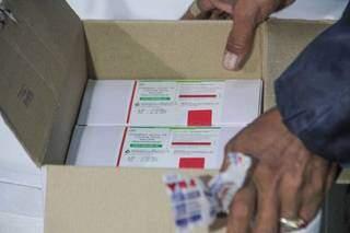 Carregamento com doses da vacina que chegaram em Campo Grande (Foto: Arquivo)