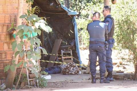 """Homem é encontrado morto com sinal de espancamento; """"amigo de cachaça"""" foi preso"""