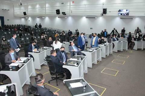 Vereadores aprovam 96 projetos de lei e recebem R$ 44 milhões em 1º semestre