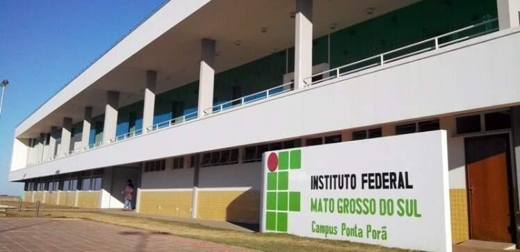 Fachada do campus em Ponta Porã onde também há vagas. (Foto: Arquivo)