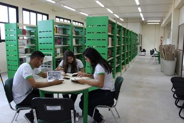 Alunos estudando em unidade do IFMS. (Foto: Divulgação)