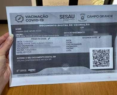 Confusão em carteira de vacinação da covid deixa secretária sem a 2ª dose