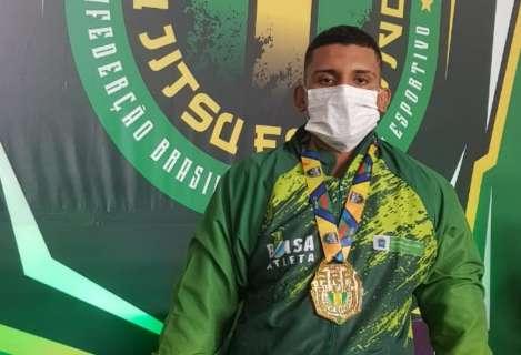 Lutador campo-grandense conquista medalha de ouro no Brasileiro de Jiu-Jitsu
