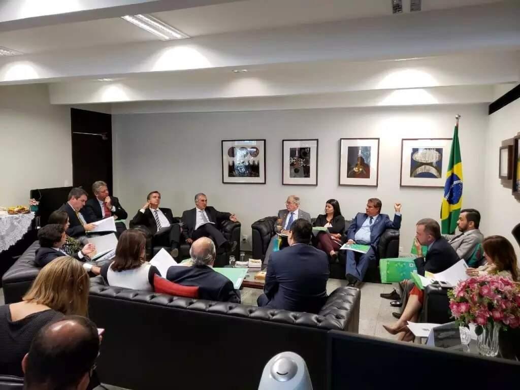 Bancada de MS reunida com o governador em Brasília (DF) para definir liderança do grupo no Congresso (Foto: Arquivo/Divulgação)