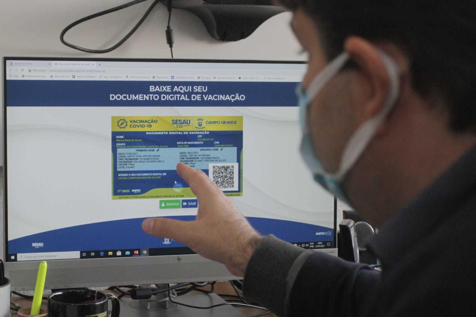 Titular da Sesau, José Mauro Filho explica que cartão de vacina digital vai permitir entrada em eventos da Capital. (Foto: Marcos Maluf)