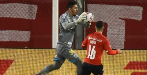 Santos fica no 1 a 1 contra o Independiente e avança às quartas da Sul-Americana