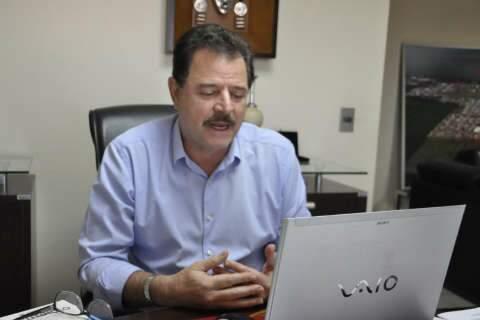 """Jovens """"sem limites"""" e com dinheiro causaram surto de covid, diz prefeito"""