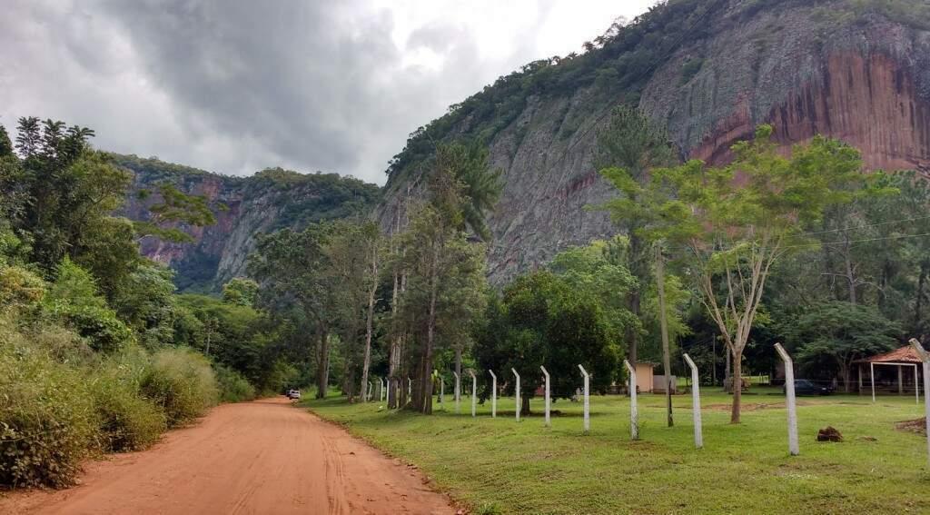 Estrada ecológica de acesso para o Morro do Paxixi, local de contemplação da natureza, a 23 km do centro de Aquidauana (Foto: Francisco Ribeiro/Arquivo)