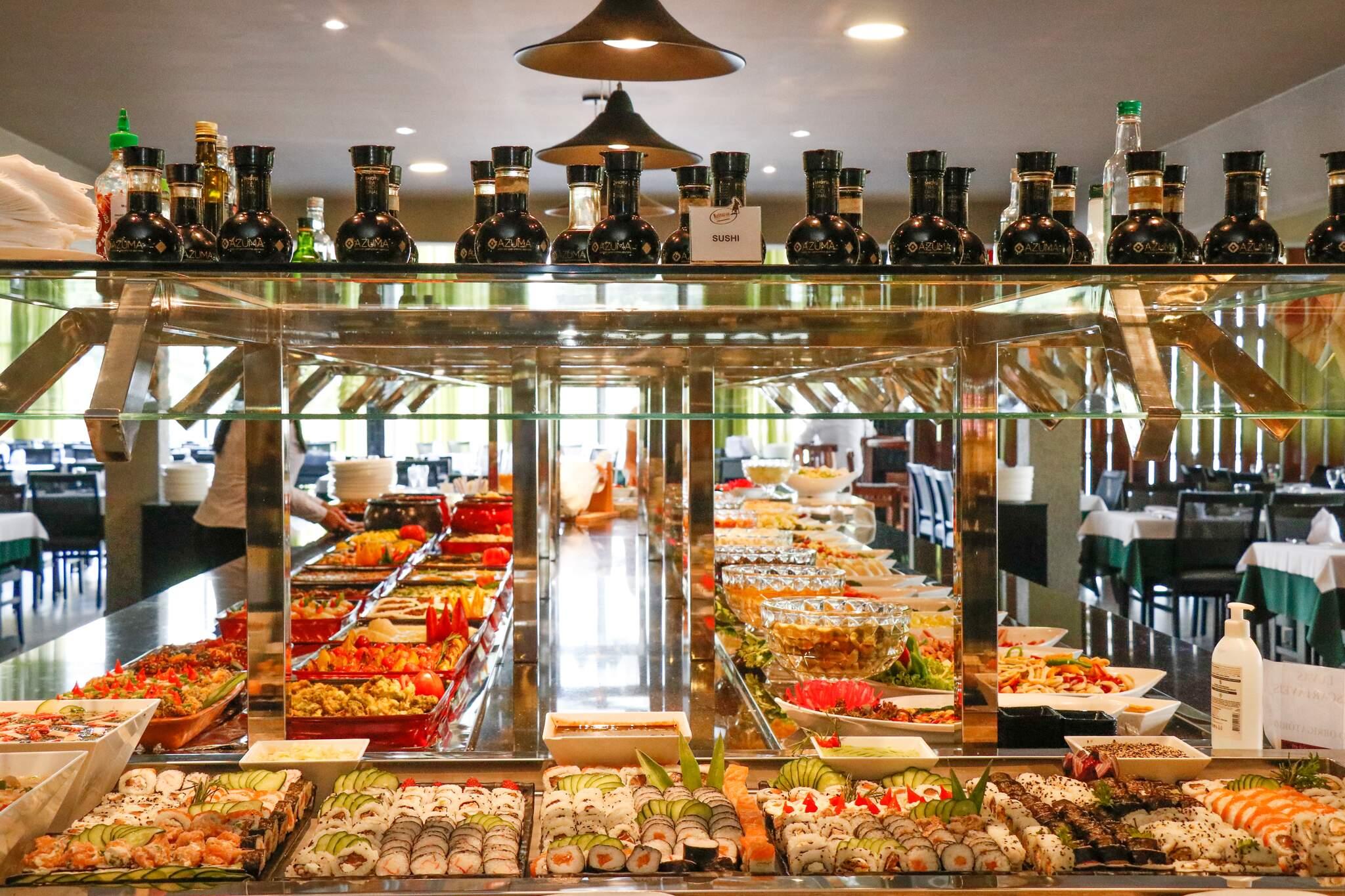 Buffet completo para você saborear culinária de diferentes regiões do mundo. (Foto: Henrique Kawaminami)