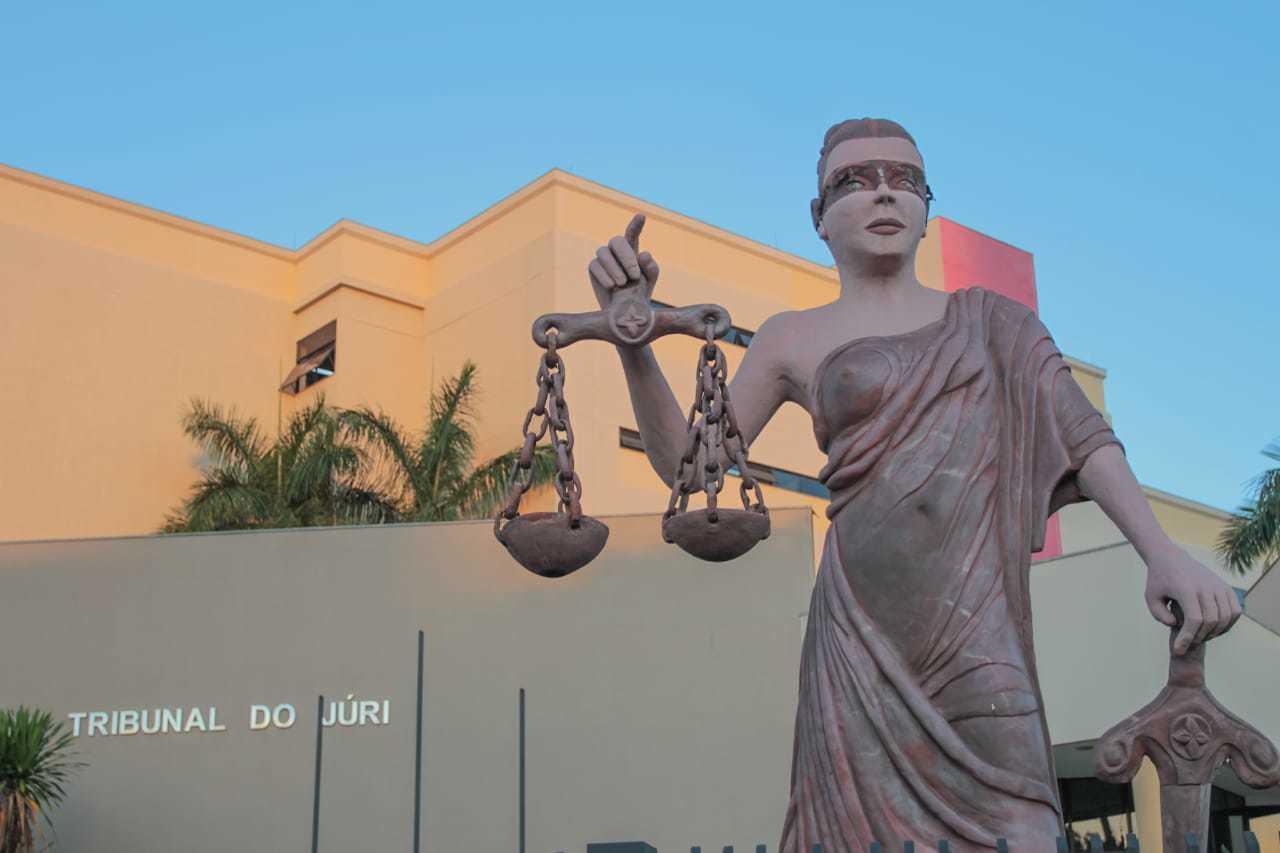Delegado arbitrou fiança, mas, sem condições de pagar, homem vai à audiência de custódia, no Fórum (Foto: Marcos Maluf)