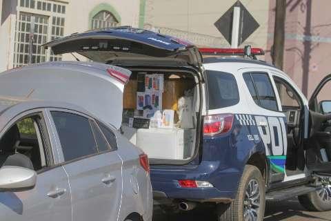 """""""Carro baixo"""" denuncia contrabando de 300 óculos, celulares e cigarros"""