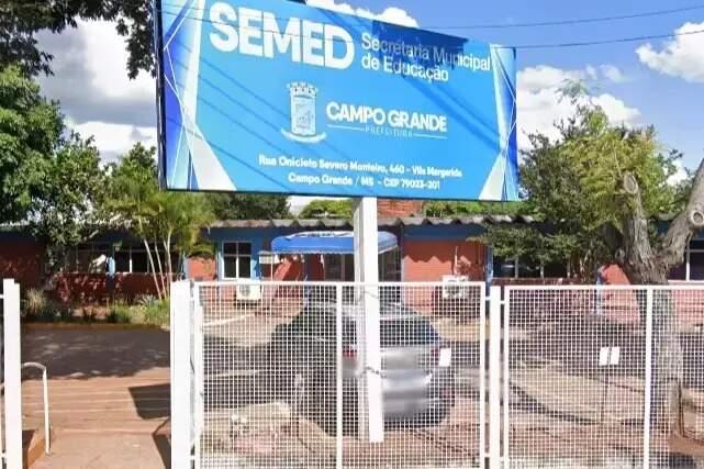 Sede da Secretaria de Educação, localizada no bairro Vila Margarida, região norte da cidade (Foto: Google Street View)