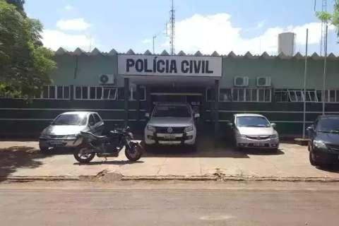 Bando armado faz família refém para roubar 2 Hilux e Corolla