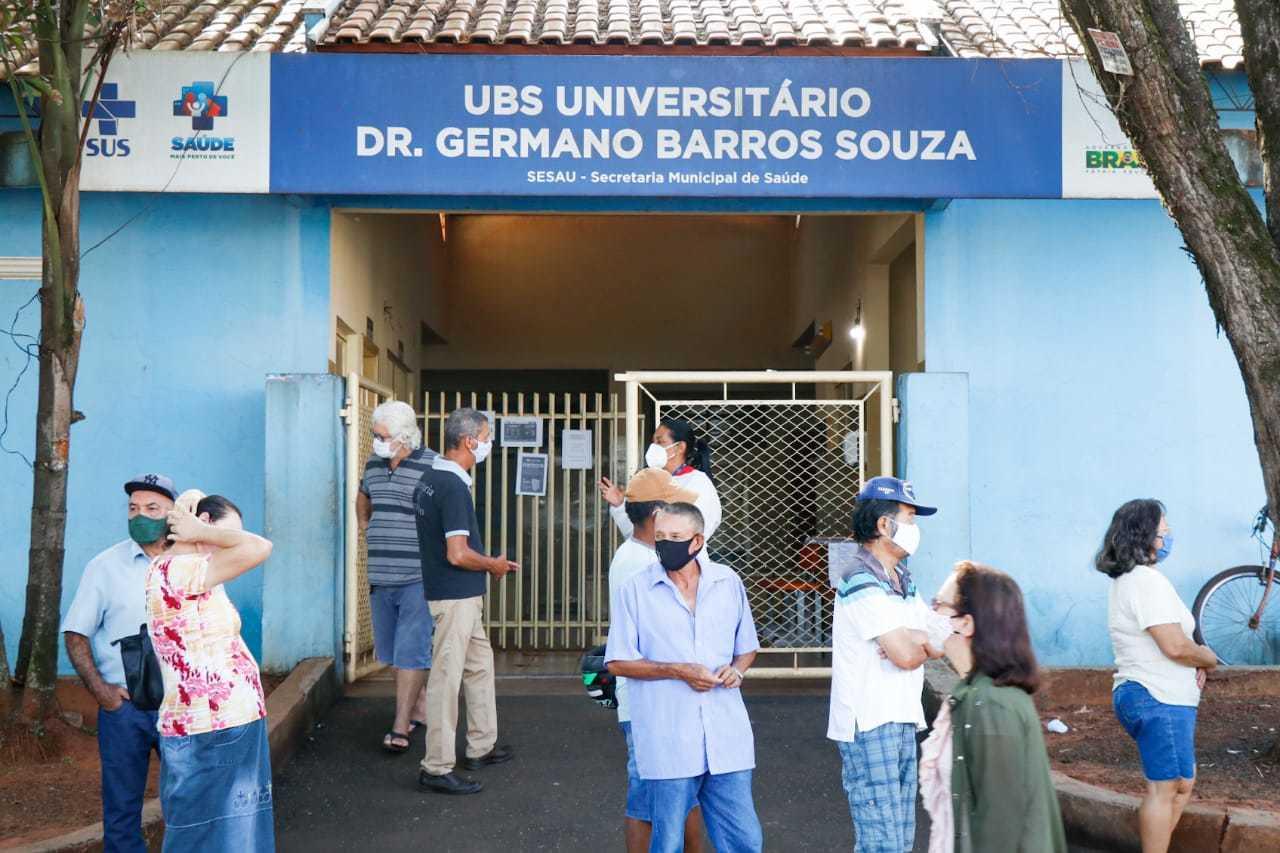 Uma das unidades básicas a receber população para vacinar até às 17h deste sábado será a do Universitário (Foto Henrique Kawaminami)